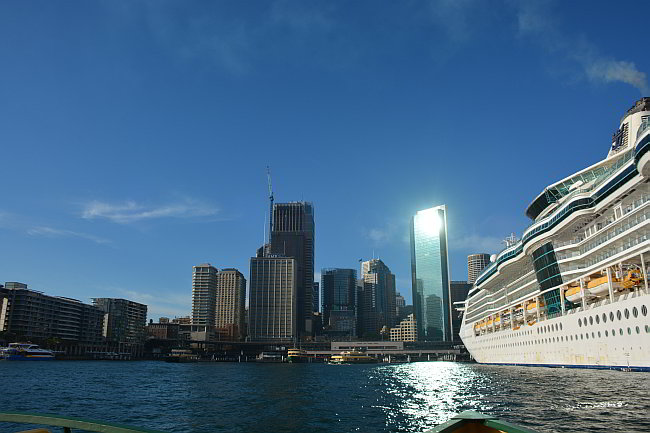 Cruise Ships arrive in Australia
